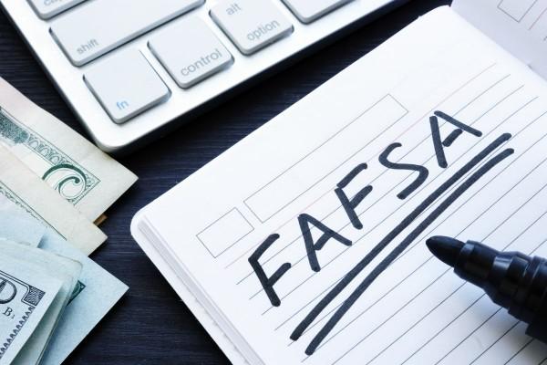 FAFSA-2019_1200x800-min.jpg